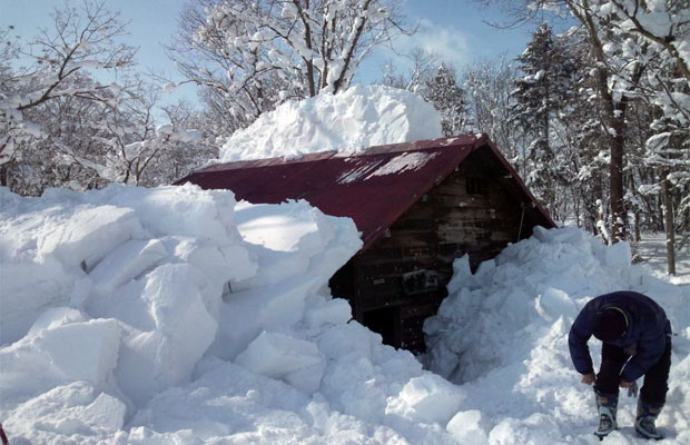 屋根の雪下ろし作業もつらく